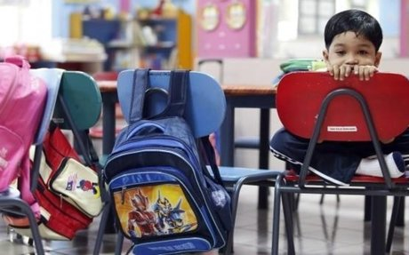 Don't blame schoolbags for kids' back pain, study says | CBC News