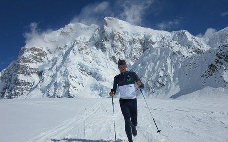 Karl Egloff sube y baja del Denali en 11h44', nuevo tiempo récord de la montaña más alt...