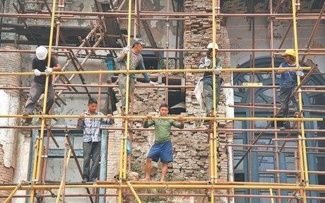 Activists press for workers' occupational safety and health