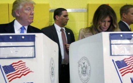 ¿Está Trump mirando por quién votó su esposa Melania? La foto que se volvió viral - MDZ On