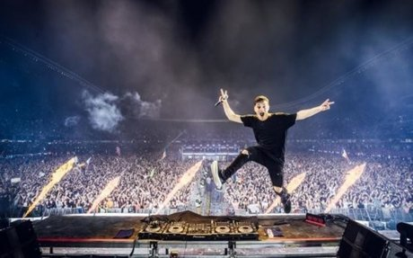 This looks like a crazy set by the one and only Martin Garrix