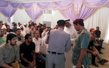 «إقامة عجمان» تعفي مخالفاً منذ 16 عاماً من غرامات بـ 550 ألف درهم