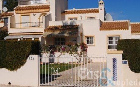 Villamartin Stort Rekkehus med 4 soverom  »  Casa & Propiedad