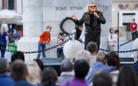 Kerítésszaggatóan ütős koncertet ad majd Charlie a 6. Pálinka Fesztiválon