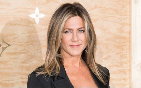 Want Skin Like Jennifer Aniston's? You May Need a Higher Pain Tolerance