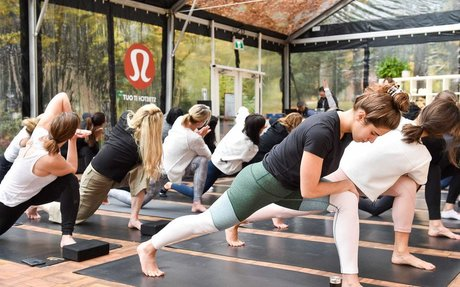 BRAND HIGHLIGHT // Lululemon Discounting its clothing