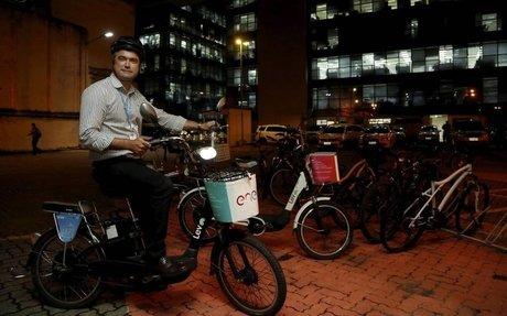 Enel oferece serviço de empréstimo de bicicletas elétricas a funcionários