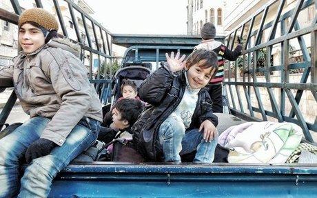 حمص.. لجنة التفاوض تتوصل إلى حل لملف المتقاعدين والعالقين في الوعر اخبار سورية - زمان الوص