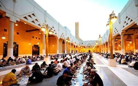 قطر الخيرية - مشاريع رمضان - افطار العمال