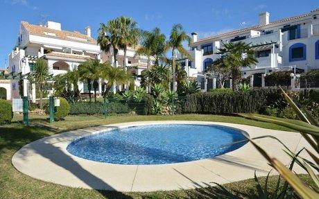 Romslig og praktfull leilighet på grunnplan i San Pedro de Alcantara (R2603276)