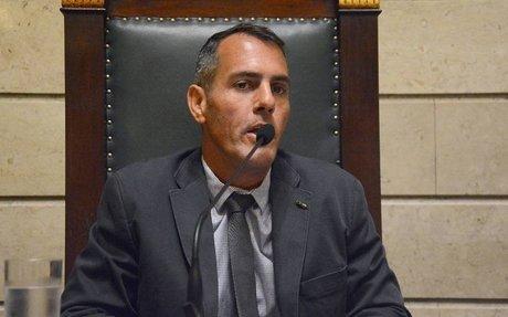 Colegas de Siciliano esvaziam plenário para ele não se defender