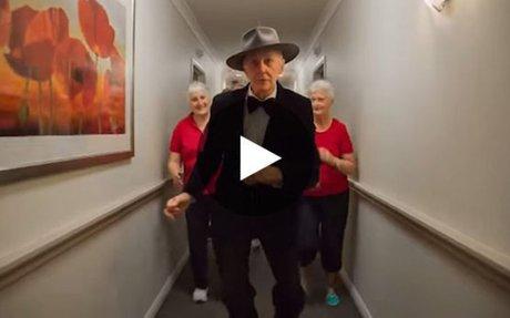 Ils r�alisent une version de Happy dans une maison de retraite. Vous n'allez pas en reveni