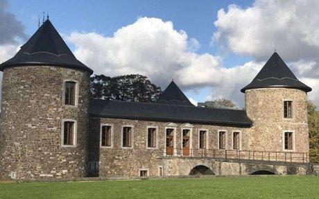 Le château de Neuville-en-Condroz est à vendre