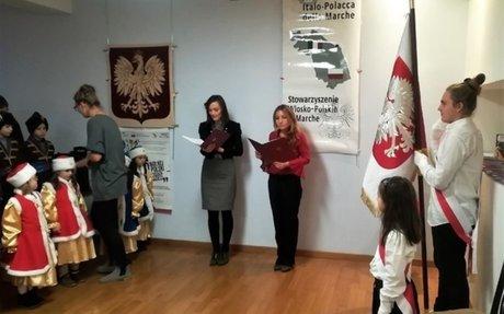 """Wernisaż """"100 lat wolnej Polski w oczach dzieci"""" w Ankonie"""