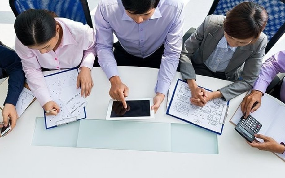 How to plan and manage huddle room design to increase productivity