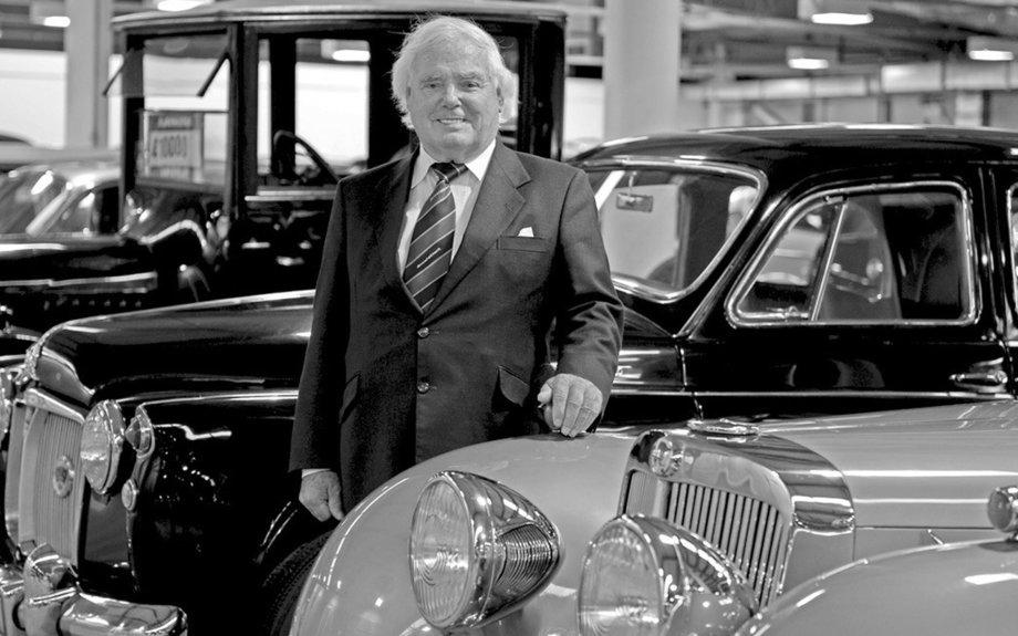 Billionaire car dealer Sir Arnold Clark dies aged 89