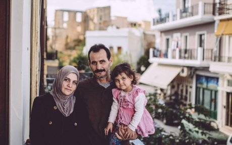 """عائلة سورية تعود إلى """"أرض الأجداد"""" في جزيرة كريت اليونانية"""
