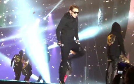 160130 RAIN - THE SQUALL in Hong Kong - Pumps And A Bump [Fancam-103]
