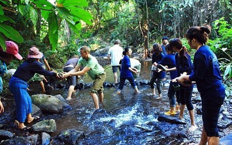 to be volunteer dam up water with rocks and bunches of bamboos at PUN PUN project.jpg