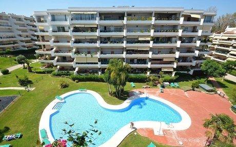 Toppleilighet med panoramautsikt i Guadalmina Alta (R2326277)
