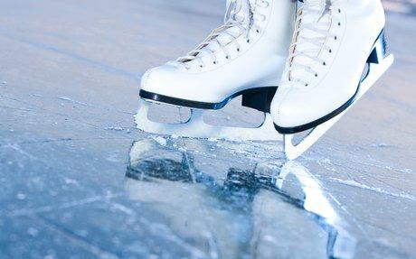 Ice Skating/ Patinaje De Hielo