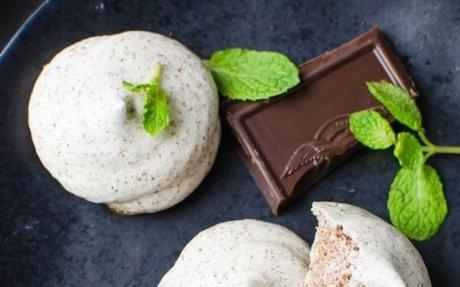 Chocolate Mint Meringue Kisses