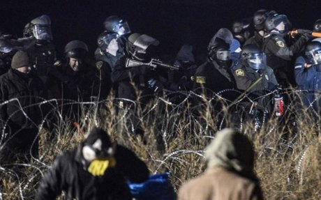 Police clash with North Dakota pipeline protesters, arrest one