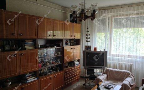 Eladó Társasházi lakás, Szeged