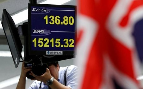 Rising U.S. yields help dollar to 13-1/2 year high, Asian shares slip