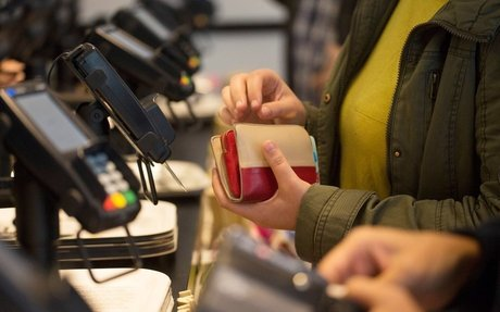 Digital 'absolutely cannibalizing' cash as stores, shoppers snub bills