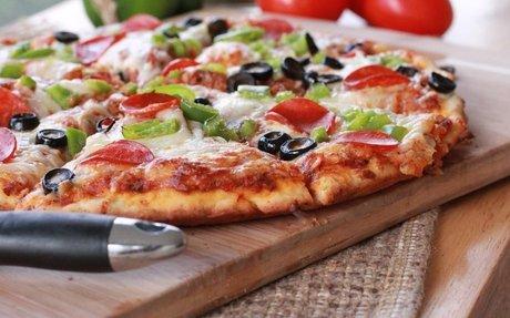 Quick Easy Homemade Pizza Recipe | Divas Can Cook