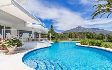 Stilig funkis-villa til leie med 3 soverom i Aloha, Nueva Andalucia (RV32925)
