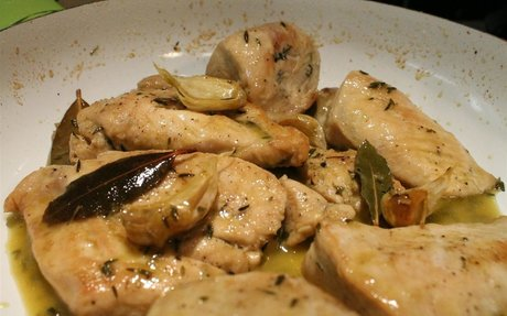 Fokhagymás csirkemell Spanyolországból (pechuga de pollo al ajillo)
