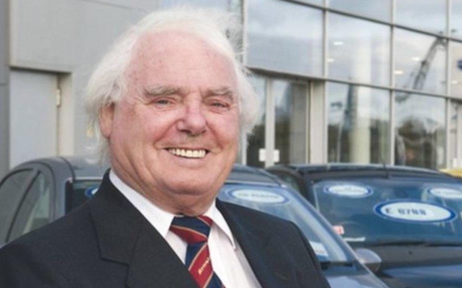 Scottish billionaire car dealer Sir Arnold Clark dies - BBC News