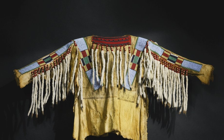 Crow Beaded War Shirt (Clothing)