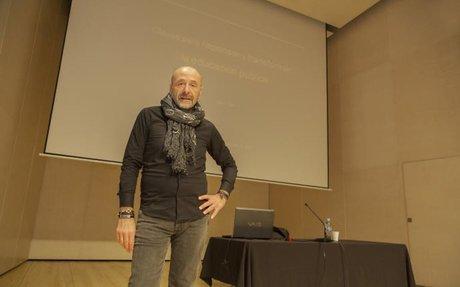 Gino Ferri diu a Figueres que l'escola té la possibilitat de canviar la societat.