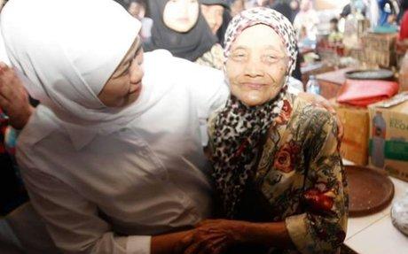 "Khofifah: ""Pesan Pak Jokowi, 60 triliun anggaran dana desa, minimal 80% untuk program pada"