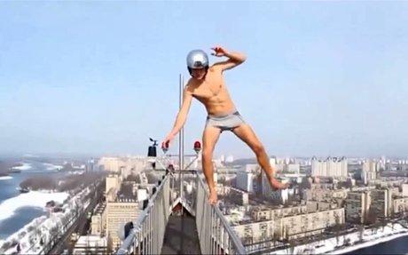 Crazy people walking  on edges tallest buildings