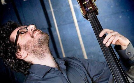 Cibo, musica jazz e vino: sul palco Alessandro Bravo e il genio di Ferruccio Spinetti