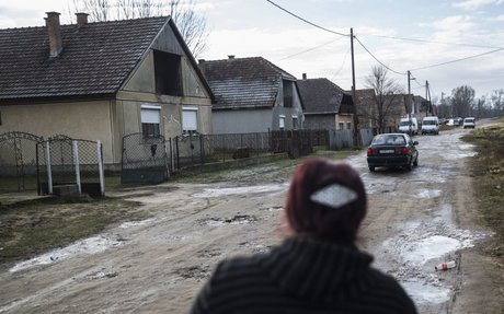 Beütött a szegénytelepeken a szabad pálinkafőzés, egyre több töményet isznak a romák - 444