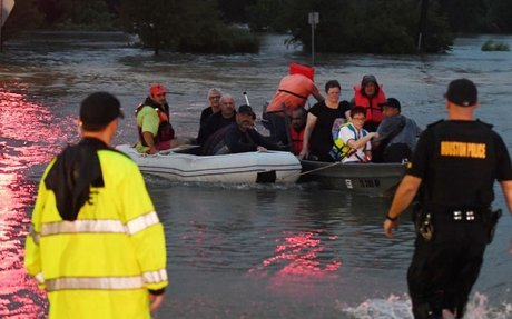 Thousands rescued as Harvey's waters rise