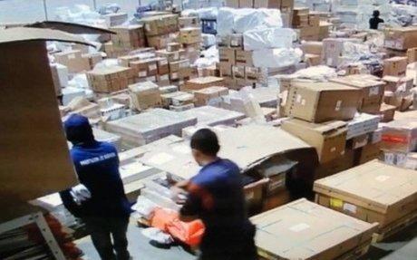 Polícia apura participação de funcionários de terminal de cargas do Galeão em roubo milion