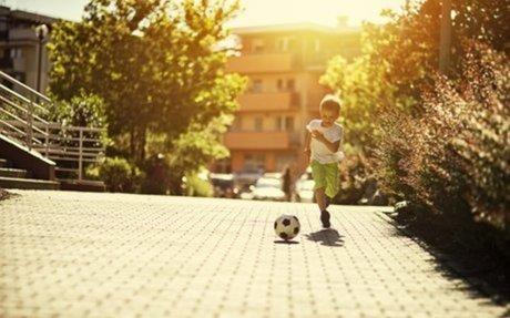Vanaf welke leeftijd mogen jouw kinderen alleen de straat op? #Annette - WIJ à la Mama