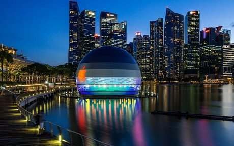 BRAND HIGHLIGHT // This Giant Glowing Orb Is The World's First Floating Apple Store
