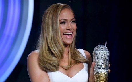 Nuovo taglio capelli per Jennifer Lopez (e conosciamo anche il trattamento viso che ha ...