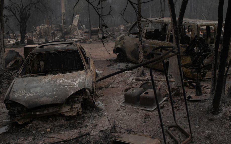 17 Dead and Dozens Missing in Vast Western Wildfires