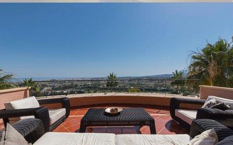 Fantastisk toppleilighet til leie med 3 soverom og utsikt i Magna Marbella  (RA33132)
