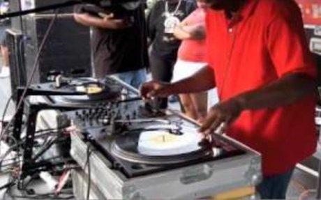 Grandmaster Flash back in the Bronx Strictly Vinyl!!!!