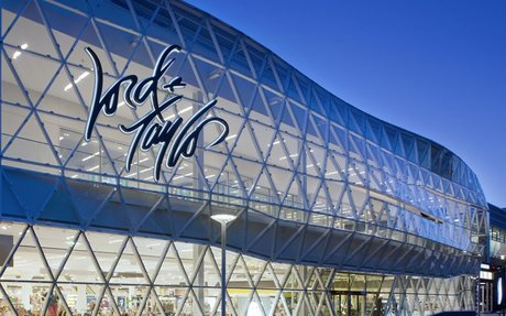 BRAND HIGHLIGHT // After Nearly 200 Years, Lord & Taylor Goes Out Of Business