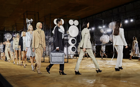BRAND HIGHLIGHT // Burberry Brings Products To Google Search Through Augmented Reality